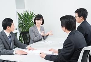 オフィス・会議、ビジネスマンの写真